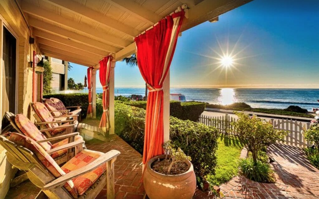 front porch with 4 chairs overlooking the Pacific - Beachfront vacation Rentals in La Jolla